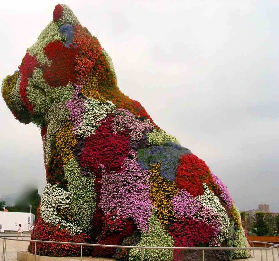 Koons' flower dog in Bilbao at the Guggenheim Museum
