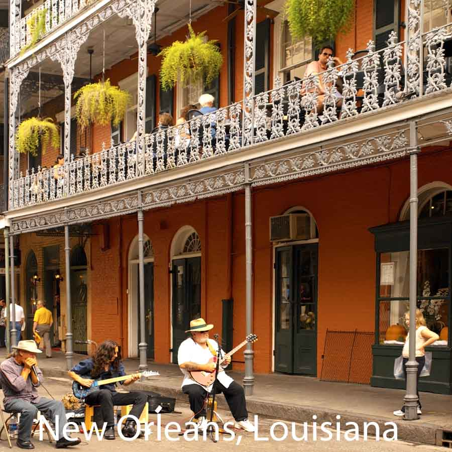 New Orleans, Louisiana - jazz players in front of typical building veranda
